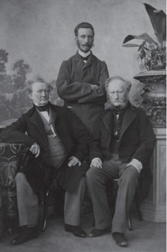 Sėdi broliai Antanas ir Feliksas Rionė, stovi - Eugenijus Rionė